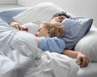 Gut schlafen auf einem Kissen von Hüsler Nest